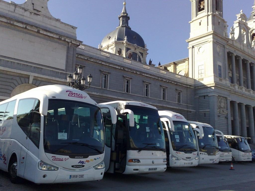 Alquilar minibus para despedidas en Madrid